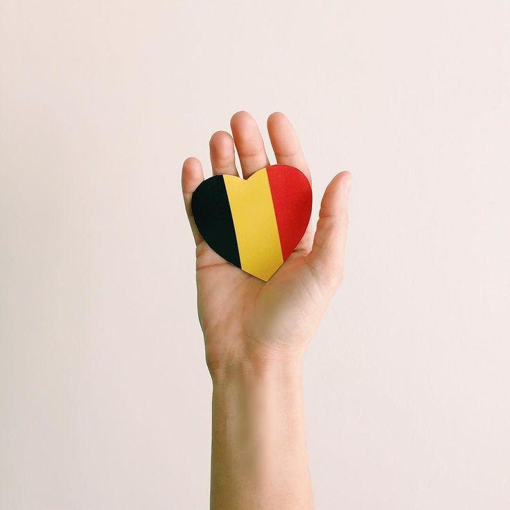 Support for #Bruxelles .  Soyons unis . Pensées pour nos amis belges.  #jesuisbrussels by aurelycerise