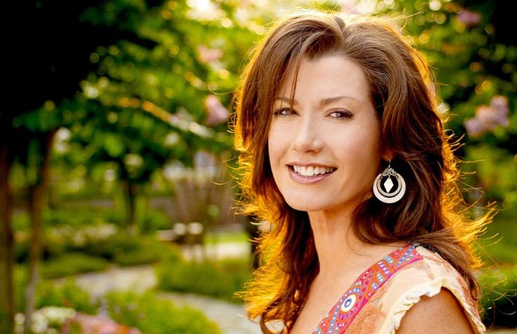 "Amy Grant re-releases her '90s Hit Song ""Baby Baby"" feat. Tori Kelly / アメリカのシンガー・ソングライターAmy Grantが自身のヒット曲「Baby Baby」を再リリースした。共演はTori Kelly。"