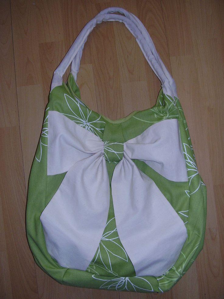 Masnis táska, amibe nagyon nagyon sok minden belefér. :)