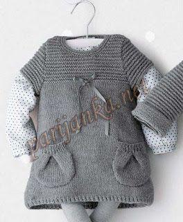 Серое вязаное спицами платье для девочки