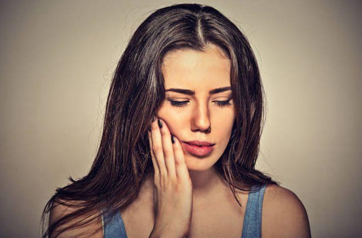 Rage de dents : 4 remèdes pour soulager les douleurs et croquer à nouveau la vie à pleines dents