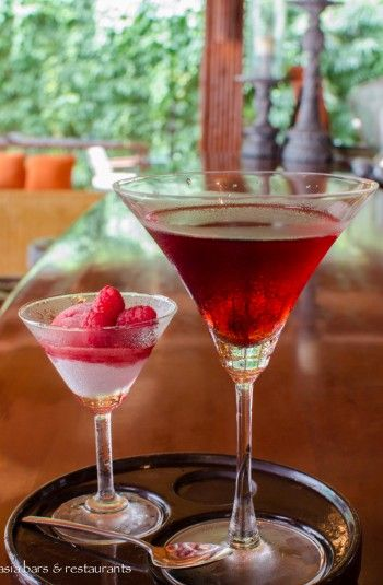 Graham Green : Tanqueray Gin, Crème de Cassis, Extra Dry Martini
