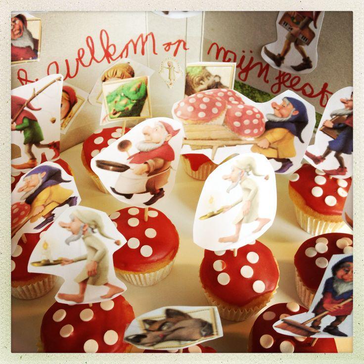 Kabouter cupcakes #traktatie #verjaardag leuk om te maken met kinderen.