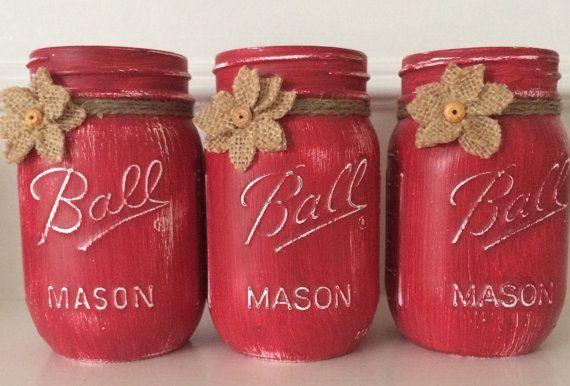 Chalk Painted Mason Jars. Set of 3 pint size por JenmarksCraftyShop