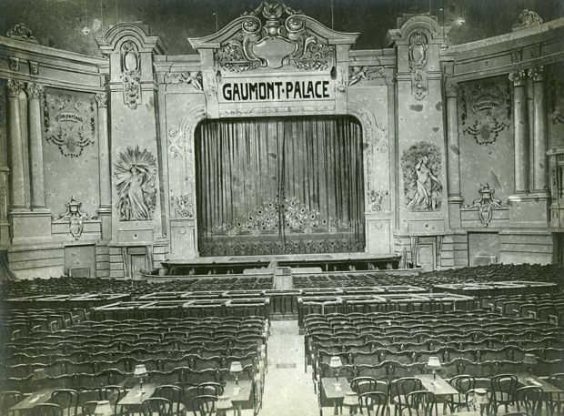 Gaumont Palace//1911 Note the regular chairs in the back
