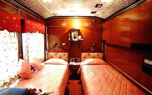 Kabinen: Prunk, Glanz und Gloria. Alle Kabinen verfügen über eine private Lounge mit Sofa.