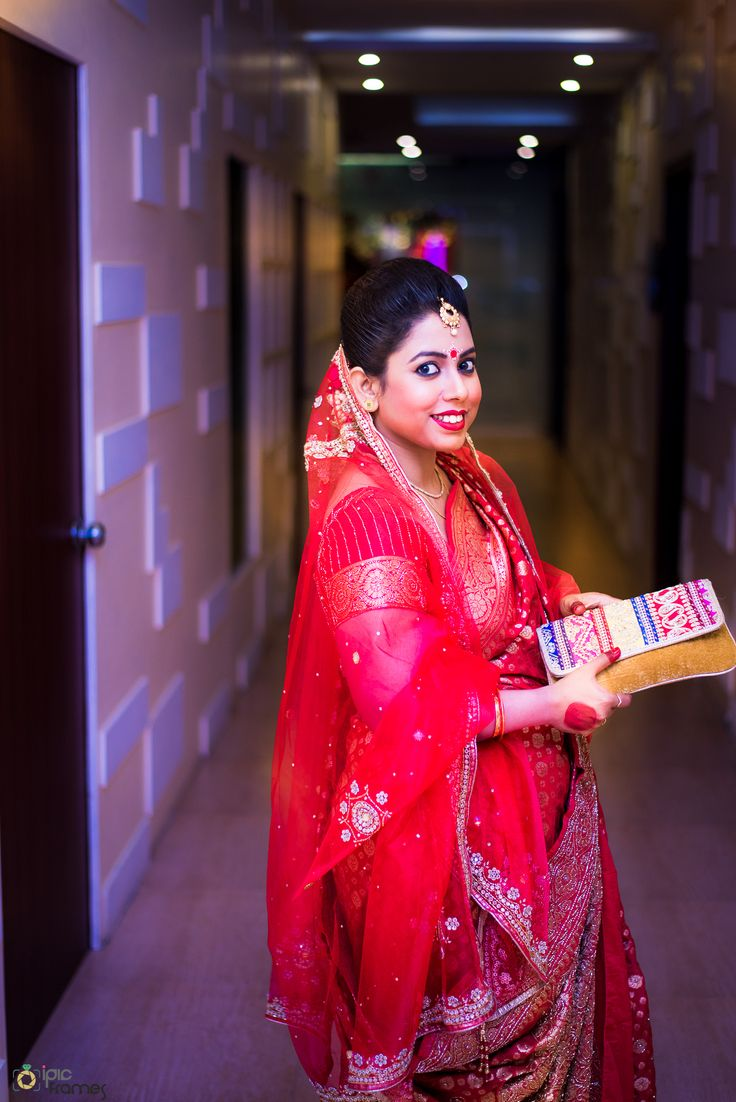Bridal Portrait While Ceremony Rituals.. #bridal portrait #bengali bride #bridal jewellery #beautifulbride #bengaliBride Follow us on facebook.com/ipicframes