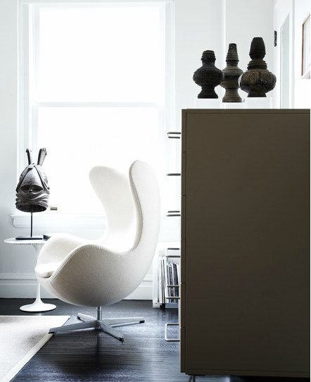 arne jacobsen egg chair with african antiques interior design pinterest maybe someday. Black Bedroom Furniture Sets. Home Design Ideas