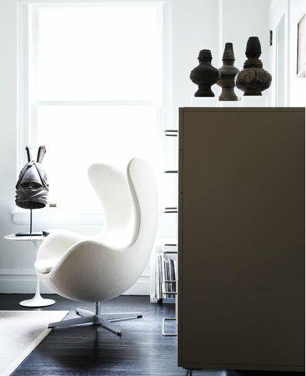 arne jacobsen egg chair with african antiques interior. Black Bedroom Furniture Sets. Home Design Ideas