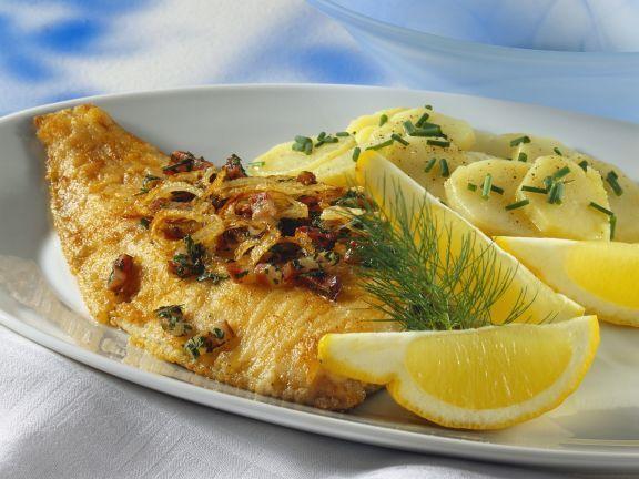 Schollenfilet mit Speck dazu Kartoffelsalat ist ein Rezept mit frischen Zutaten aus der Kategorie Kartoffelsalat. Probieren Sie dieses und weitere Rezepte von EAT SMARTER!