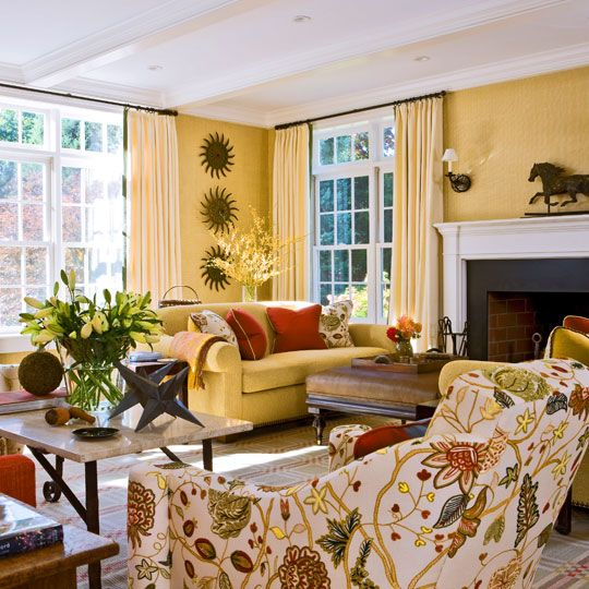 5 Beautiful Accent Wall Ideas To Spruce Up Your Home: Designer Gary McBournie Created This Sunny Living Room