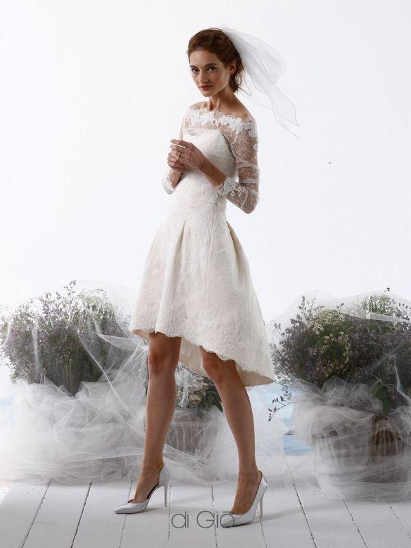 CR 11 | Abito in pizzo leggero con gonna digradante a campana e maniche in pizzo trasparenti. | #lesposedigio #weddingdress #madeinitaly #bridaldress | www.lesposedigio.com