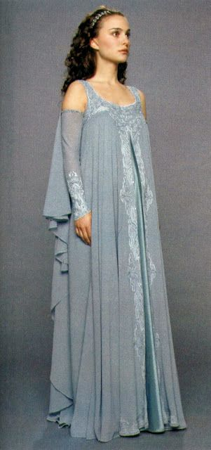 Queen Annabelle's nightgown for her first night in Camelot