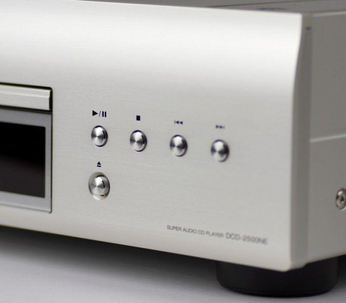 The Denon DCD-2500NE CD player features an advanced Ultra Precision 192kHz/32bit D/A Converter along with AL32 Processing unit that allows it to deliver optimum performance.