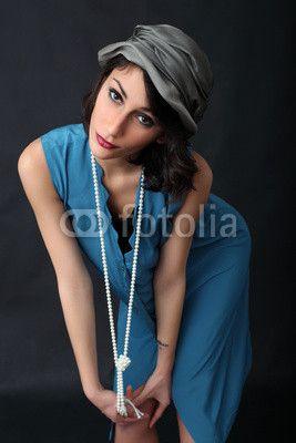 modella con cappello e collana