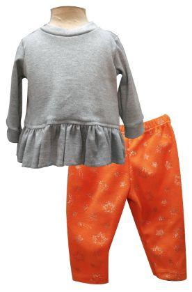 Blusa manga larga con olanes y pantalón de polar. Tallas 3, 6, 12 y 18 meses.