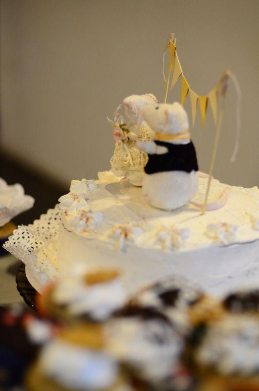 wedding cake: stuffed rats wedding topper