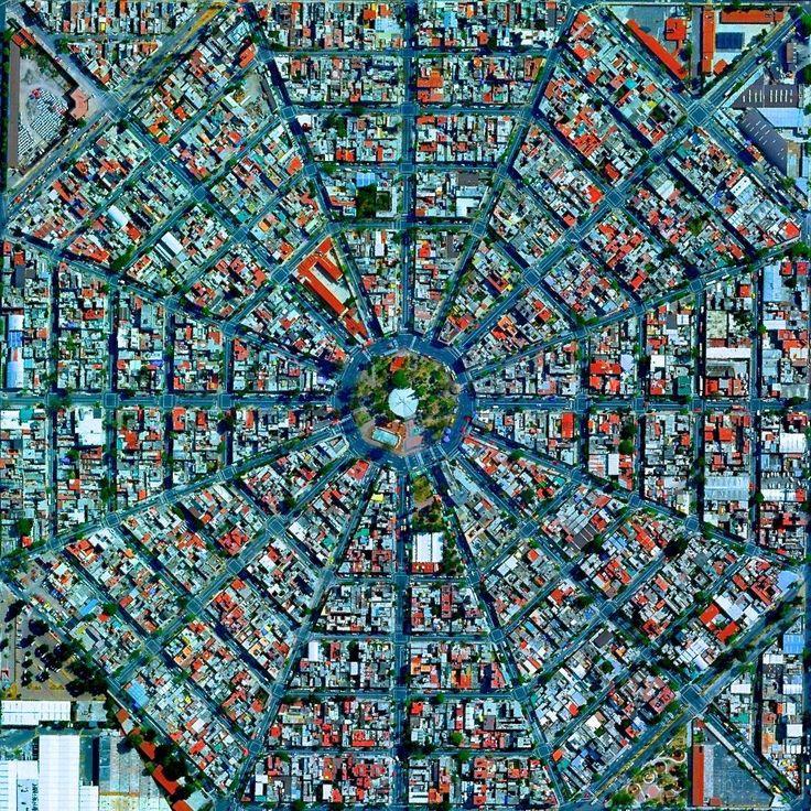 4. Plaza Del Ejecutivo en Ciudad de México, México | Estas fotos satelitales te harán sentir totalmente diminuto