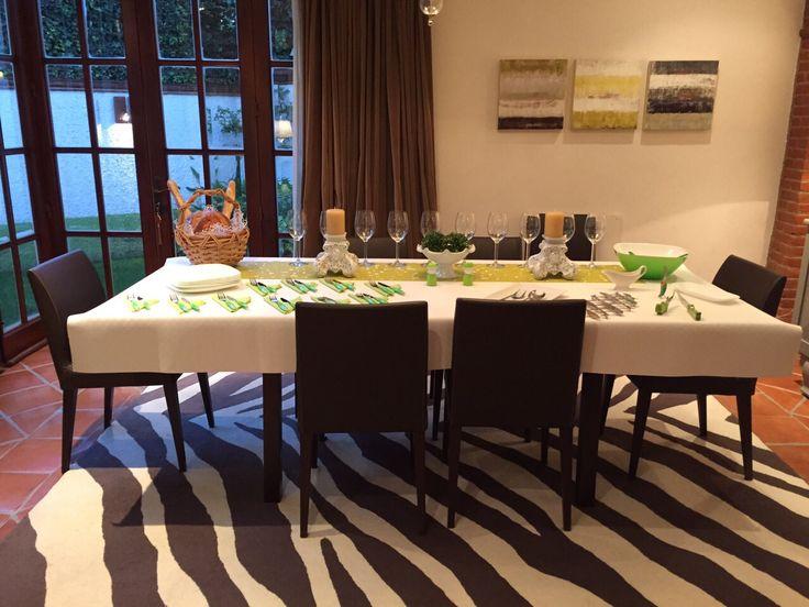 Mesa puesta para un buffet