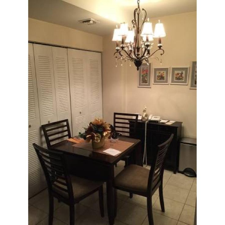 Good Glass Top Kitchen Table W/ 4 Chairs