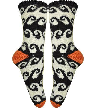 Rolling Waves Socks Knitting Pattern