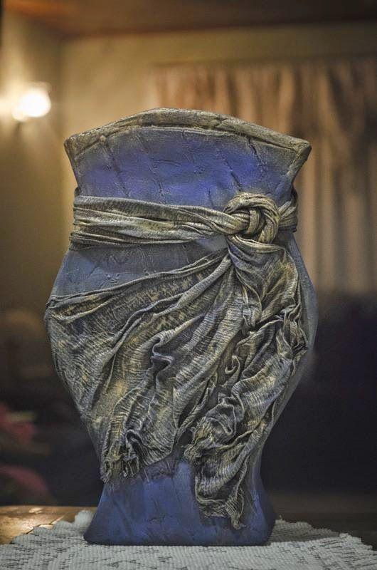 Cómo hacer un jarrón con cartón. ¡Parecerá una auténtica reliquia! Si te gusta, no dudes en hacerte uno para tu rincón favorito. ;)