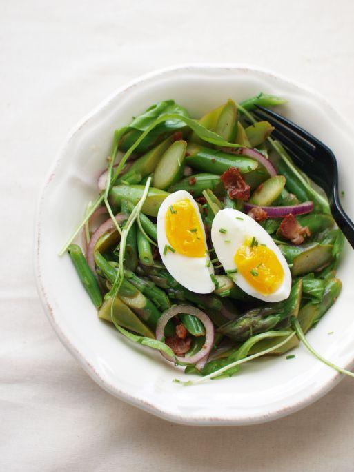 Asperges aux oeufs et bacon avec vinaigrette #recettesduqc #salade #asperges #entree #bacon