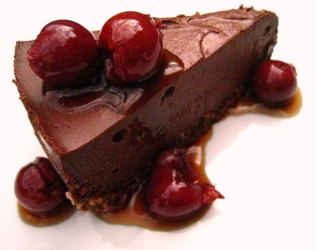 Everything that's good in one cake: raw, vegan, and #glutenfree chocolate #cheesecake #recipe for Thermomix