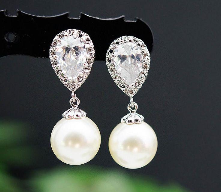 Lovely and beautiful pearl earrings. #wedding #earrings