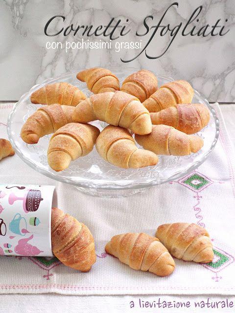 A casa mia la colazione è diventata un rito irrinunciabile. Ricordo ancora quando andavo a scuola e dovevo svegliarmi talmente presto per essere puntuale in classe al suono della campanella, che il mi