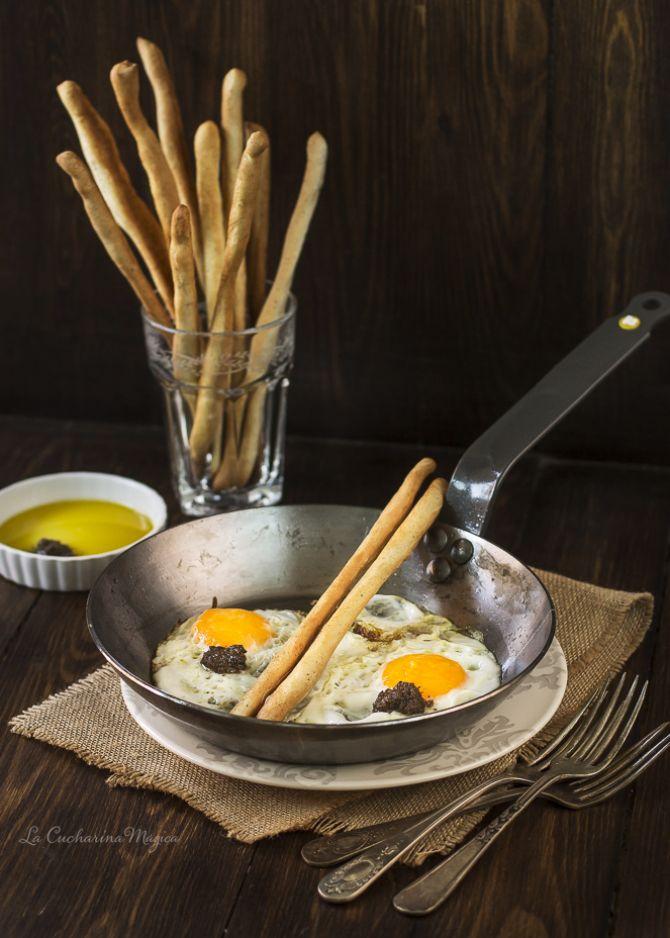 Grissini con huevos trufados