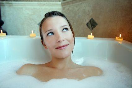 I bagni sono lo specchio di una casa: averli sempre splendenti e profumati è l'orgoglio di ogni buona padrona di casa. Ma come vincere la battaglia contro germi, batteri, calcare e incrostazioni, s...
