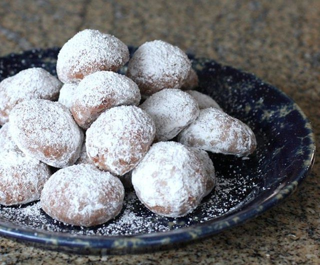 More Than 2 Dozen Delicious Christmas and Holiday Cookie Recipes: Chocolate Butterball Cookies