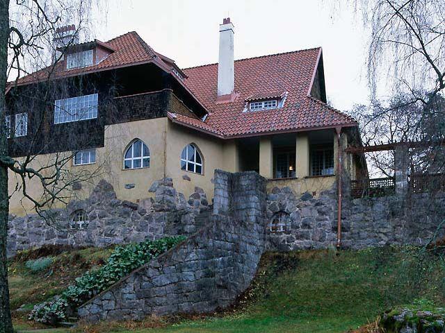Hvitträskin ateljeehuvila, Kirkkonummi. Hvitträskin päärakennus, julkisivua rannan suuntaan. Kuva: MV/RHO 125396:6 Soile Tirilä 2003