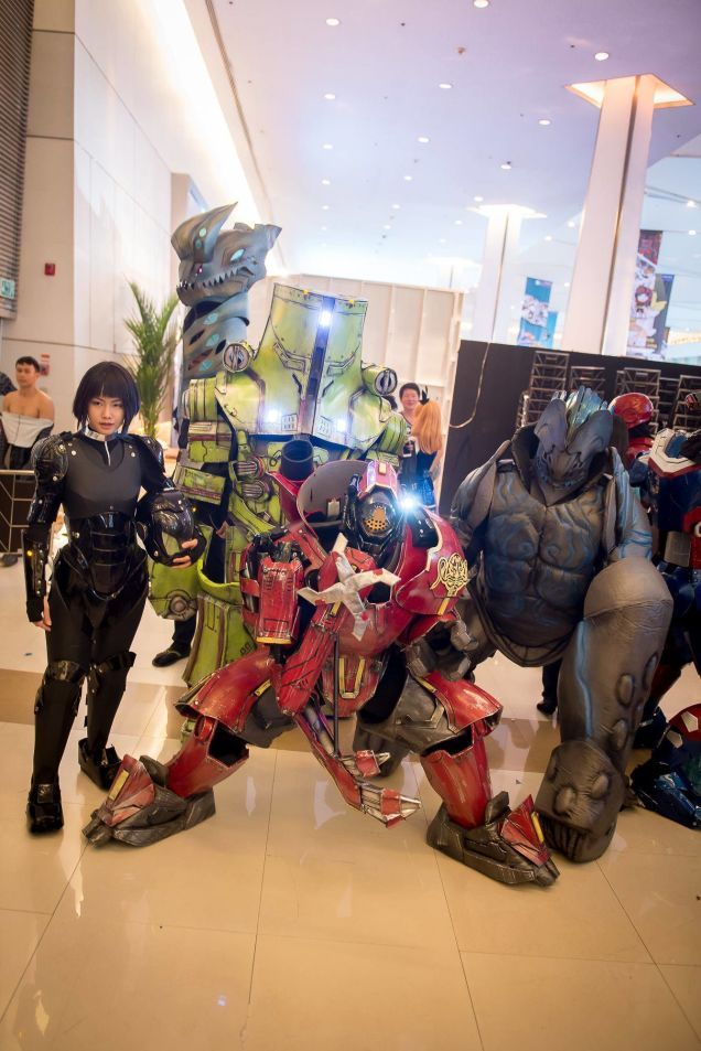 Pacific Rim cosplay -- Holy shit...