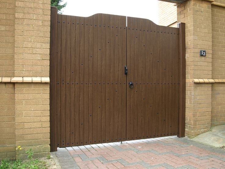 Fensys UPVC plastic rustic oak foiled double driveway gates complete with lockable nylon and stainless steel latch