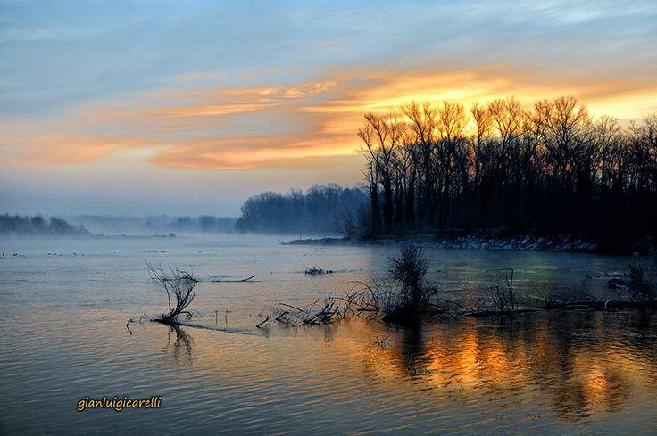 Un'alba speciale sul #Ticino. Pic: Gianluigi Carelli #Lomellina #natura #turismo
