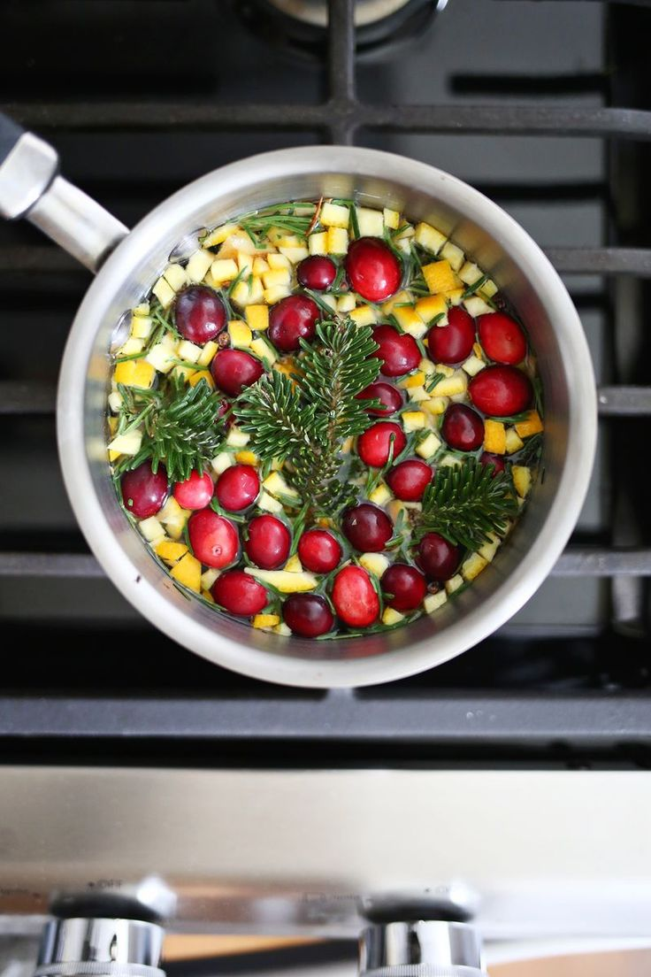 Make your home smell like the holiday's with this evergreen + cinnamon stove simmer
