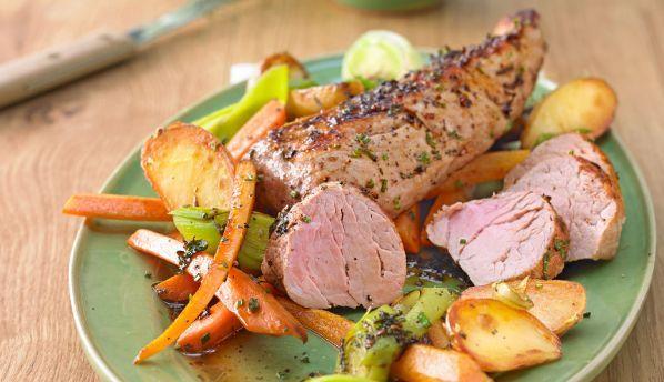 Schweinefilet gilt zu Recht als das beste Stück vom  Schwein:  Es ist zart und feinfaserig, mit  2% Fettgehalt mager und schmeckt nicht nur als Kurzgebratenes!