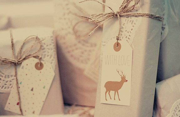 Ok, for this year is too late, but i'm ready for the next... Wrapping idea and free printable tags.