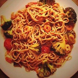 Гречневая лапша с креветками, брокколи и помидорами черри рецепт – тайская кухня, низкокалорийная еда: основные блюда. «Афиша-Еда»