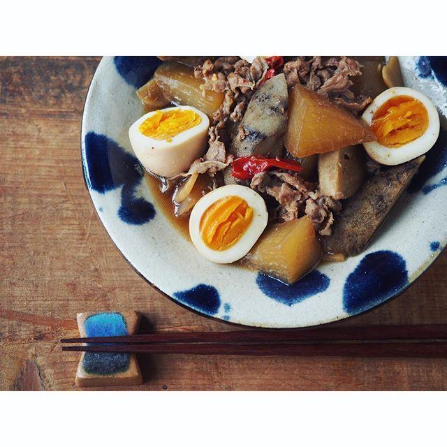 fujifab12 on Instagram pinned by myThings 三浦大根/大浦太ごぼう/しょうが/にんにく/唐辛子/ごま油/豚肩ロース/半熟ゆで卵/醤油/はちみつ/酒/出汁昆布  ごぼうがとっても柔らかくてエグミがない。 美味しいごぼうなので、下ゆでなしで炒め煮にしてみました。  ご飯のお供。 (と言いつつ私にとっては日本酒のお供。山本、紀土、とおわにしき(全部純米吟醸)飲んで幸せでした。ああくどき上手と鍋島が飲みたい。) #foodpic#feedfeed@thefeedfeed#管理栄養士#dietitian#ヘルシー#healthy#とりあえず野菜食#野菜大好き#三浦大根#ごぼう#大浦太ごぼう#煮物#和食#japanesefood#卵#卵はずるい#egg#大根#radish#やちむん#菅原謙#酒の肴#おうち居酒屋#Vadaantiques@Vadaantiques#Vadaレシピ