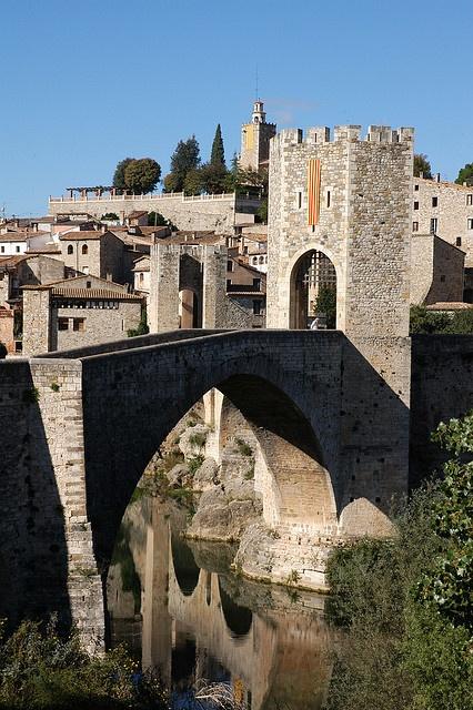 Besalú by Costa Brava Pirineu de Girona