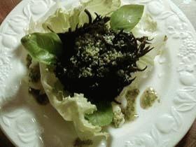 hijiki pesto salad ひじきのバジルサラダ (hijiki, basil, lettuce)