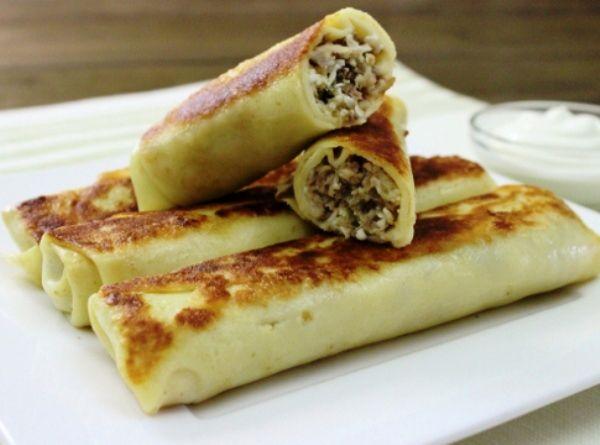 Приготовьте впрок фаршированные блины с мясом и яйцом: два три десятка блинчиков с мясной начинкой избавят вас на неделю от забот о завтраке