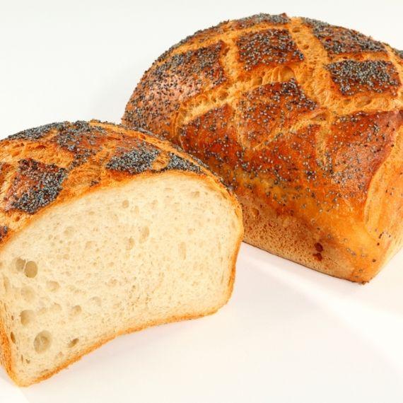 Chleb mini wiejski Kształtem i smakiem nawiązuje do starych tradycji piekarniczych. Mieszany z maki pszennej i żytniej, obficie obsypany makiem.