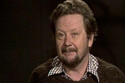 """Lasse Pöysti kertoo Lea Himbergin sadun """"Nion-lohikäärme haluaa nähdä ihmisen"""". Vuonna 1977 Pikku Kakkosessa esitetty iltasatu kertoo koko suuren lohikäärmesuvun kuopuksesta Nionista."""