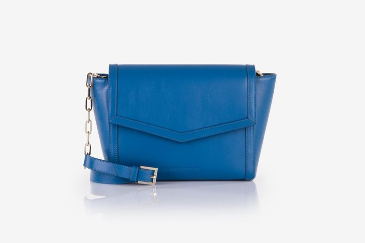 Zhoe in Blue Reef cow-hide leather. Front view.
