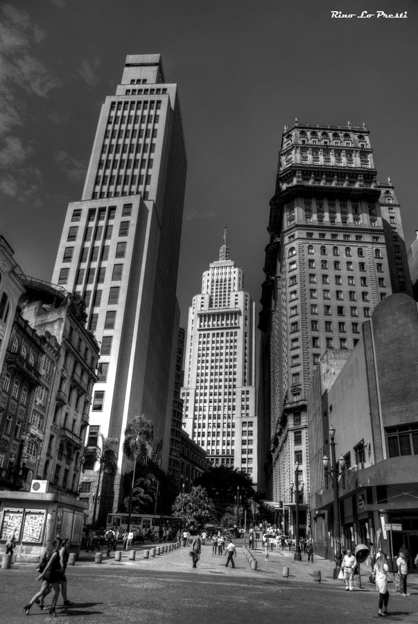 Altino Arantes (aka Banespão) and Martinelli buildings seen from Anhangabaú valley in downtown São Paulo, #Brasil (Thx Isalea)