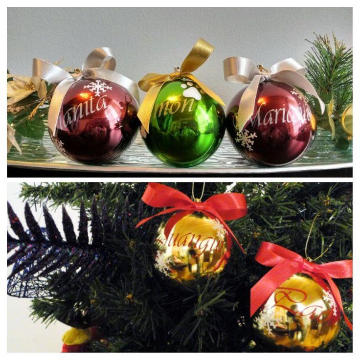 Seguimos entregando bolitas navideñas con los nombres de tu familia, amigos o mascota. Un hermoso, diferente, original y especial regalo.
